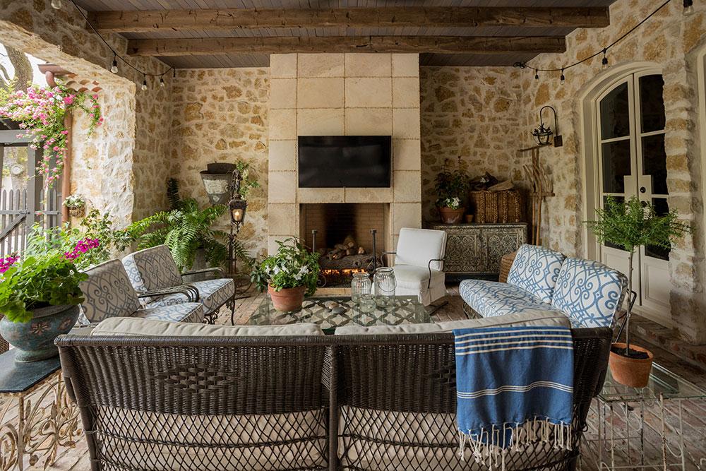 French-Provencal-Farmhouse-Style-River-Oaks