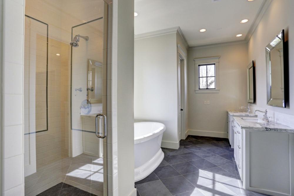 large restroom, master bathroom