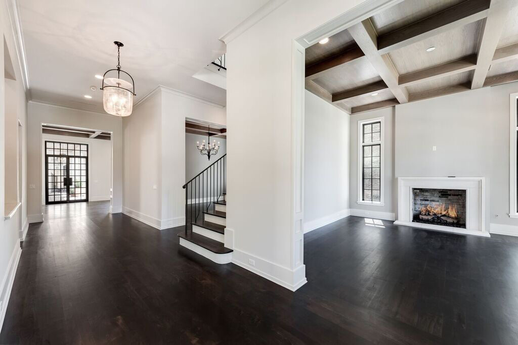 large entryway hall way in River Oaks
