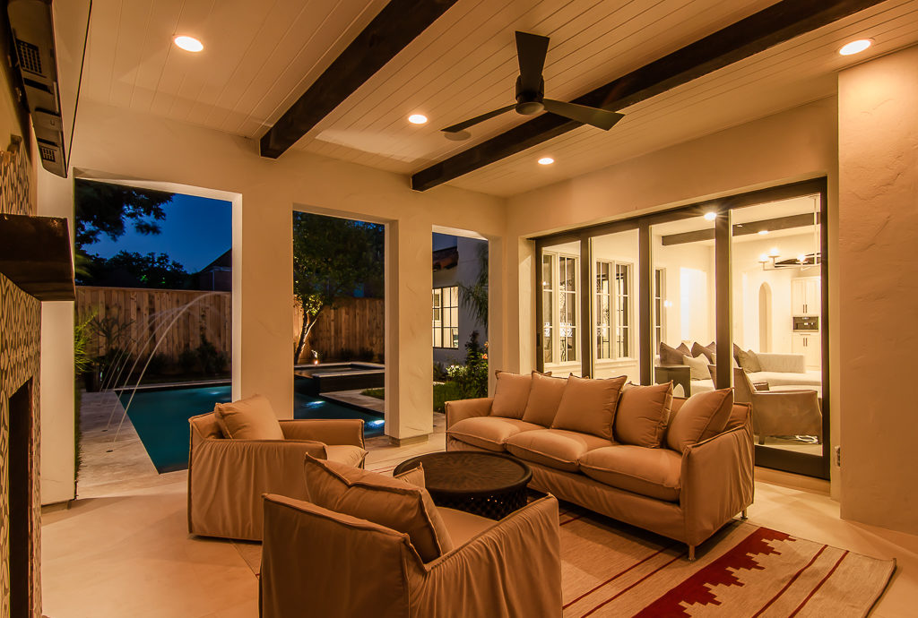 custom outdoor sitting room