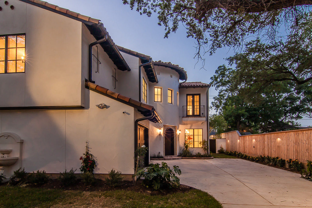 Spanish-with-a-Contemporary-Vibe-driveway
