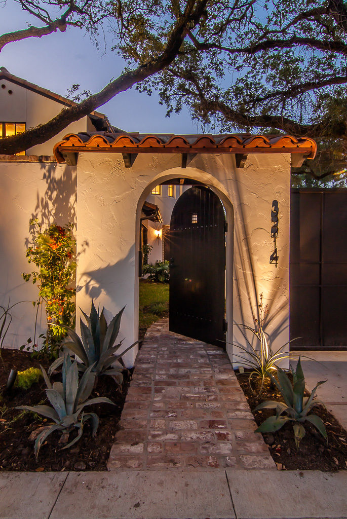 Spanish-with-a-Contemporary-Vibe-entrance