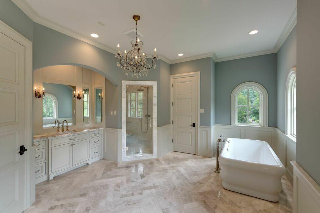 river oaks large master bathroom