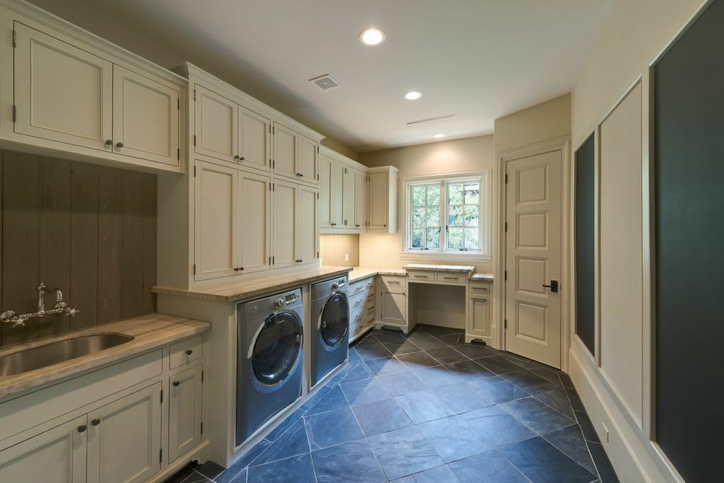 del-Monte-River-Oaks, spacious laundry room with window
