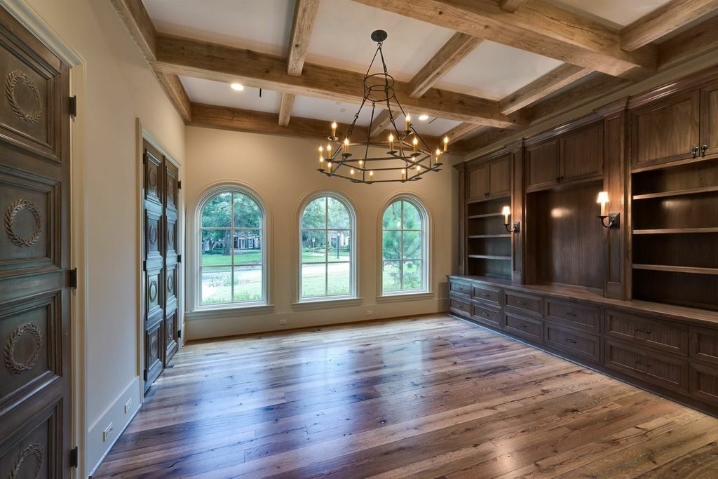 custom home living room, great room with custom rounded windows