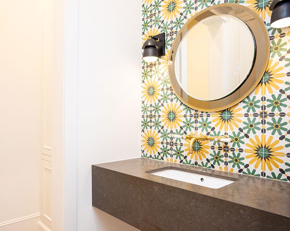 powder bath with cool tile