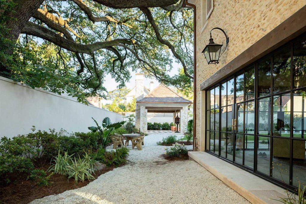River Oaks Custom Backyard