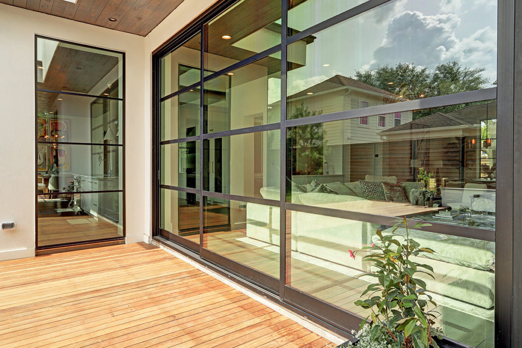 custom-home-with-retractable-glass-doors