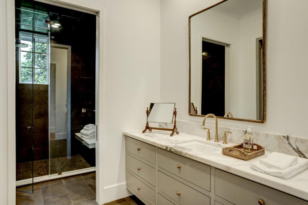 large-contemporary-bath