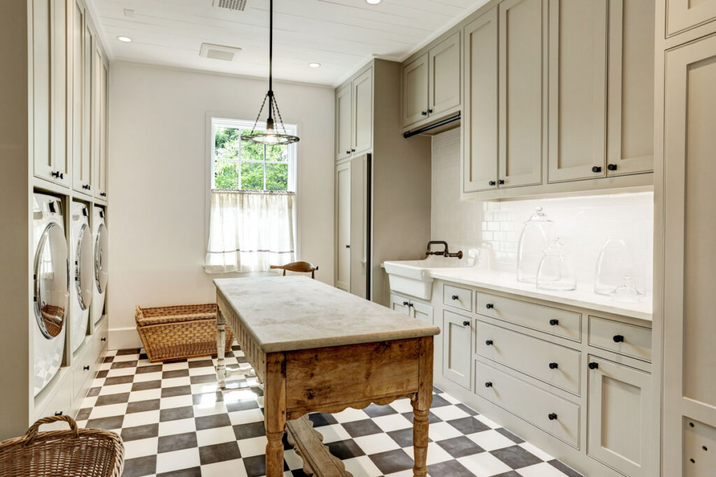 laundry-room-with-checkered-floor